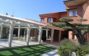 Casa Chalet Apartamentos Teruel con Encanto 4 Piscina y Jardin comun para los dos apartamentos